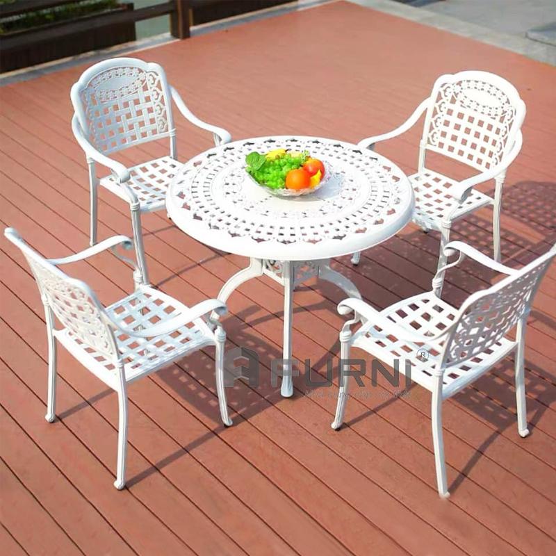 Bộ bàn tròn 4 ghế có tay vịn